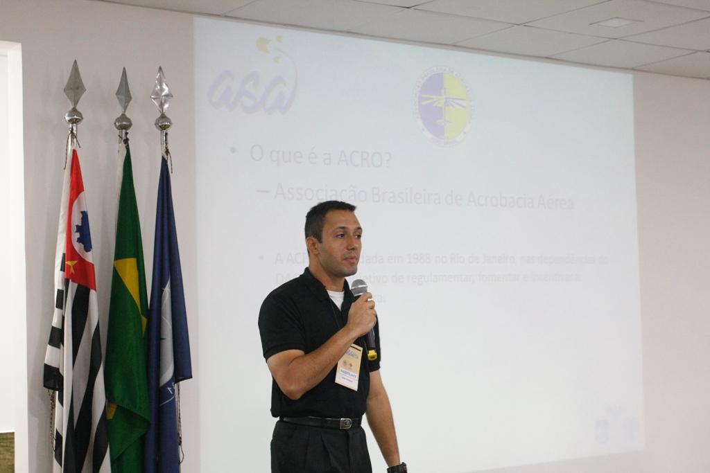 Jorge Rodrigues em sua apresentação pela ACRO