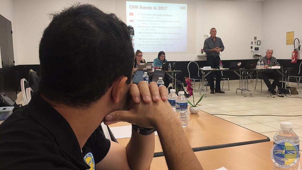 O Presidente da ACRO e Delegado Internacional, Jorge Rodrigues atento às explicações de Nick Buckenham